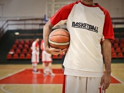 """患髌骨软化症的篮球前锋""""大个儿"""",痛了半年,SVF让他重回篮球场"""