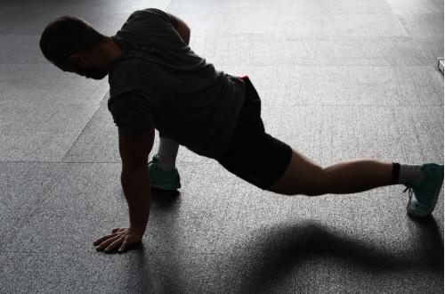腿友之家SVF注射后康复指导:纠正患友体态,锻炼肌肉力量