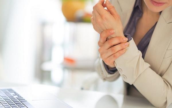 类风湿关节炎会引起手指肿胀疼痛吗