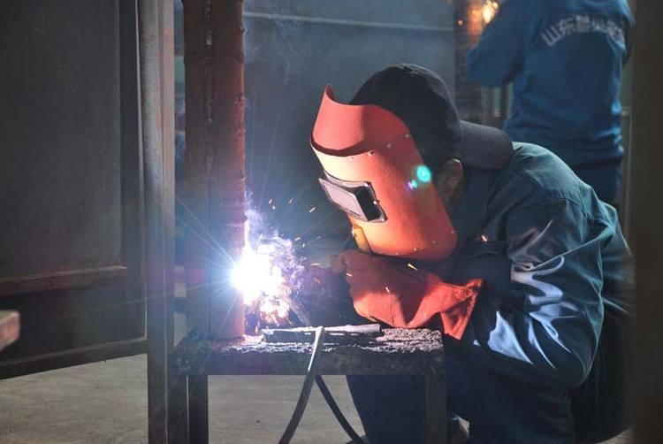 电焊工作者膝关节疼痛患上髌骨软化半月板损伤