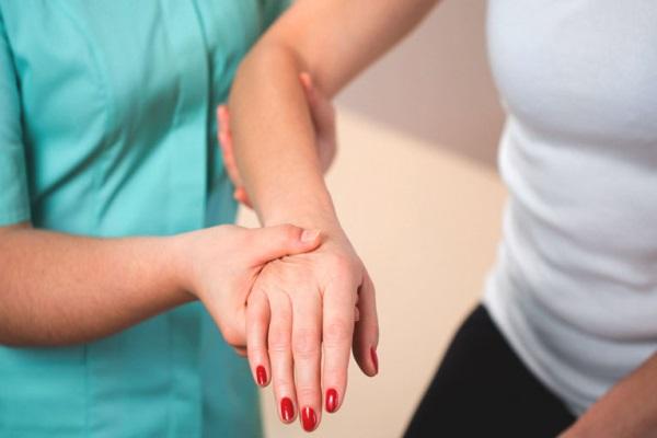 腕关节炎的症状.jpg